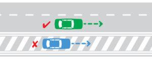 خطوط هاشور مخصوص عبور اضطراری وسایل نقلیه امدادی است